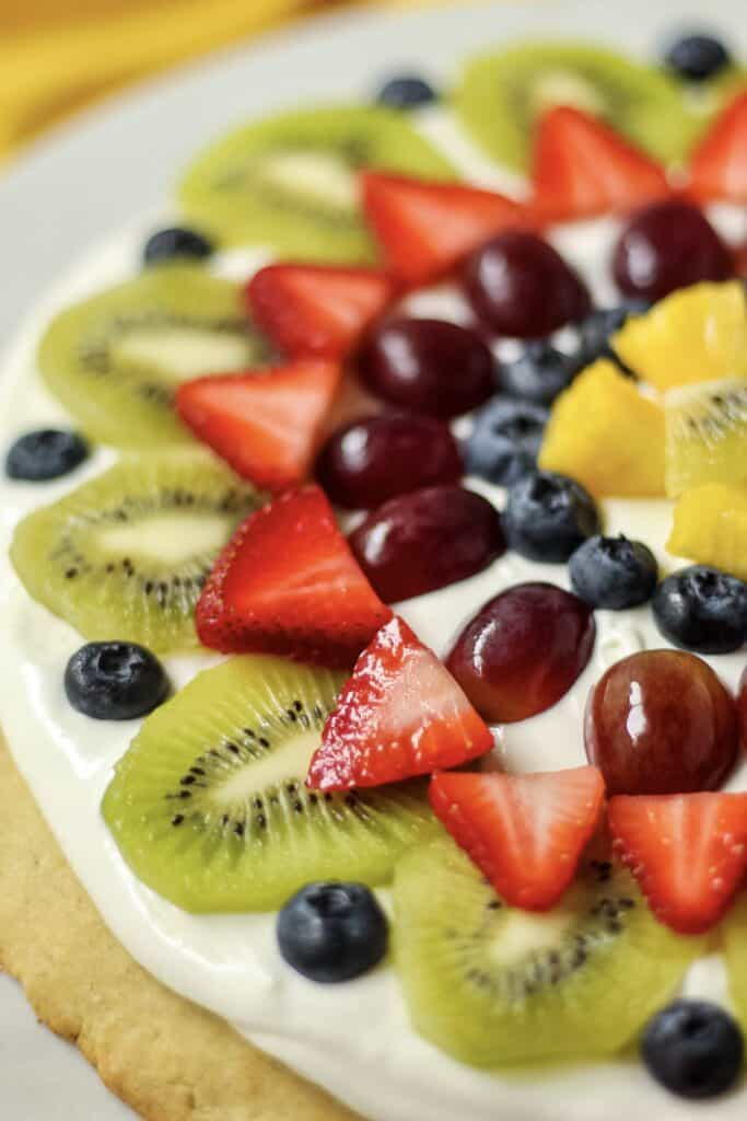 close up of gluten-free fruit pizza